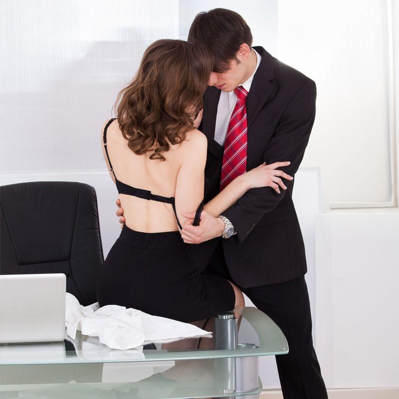 Gu a para un quickie en la oficina kinky - Sexo en la oficina ...
